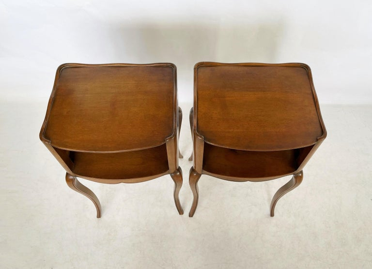 Early 20th Century Pair of French Louis XV Style Commodes/Nightstands For Sale 1
