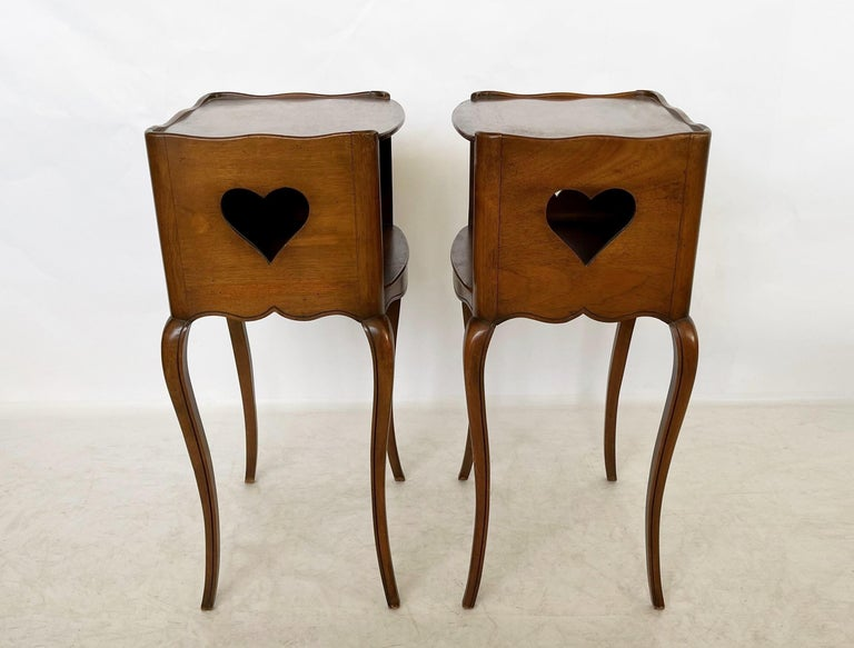 Early 20th Century Pair of French Louis XV Style Commodes/Nightstands For Sale 2