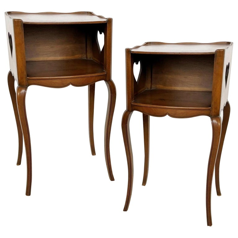Early 20th Century Pair of French Louis XV Style Commodes/Nightstands For Sale