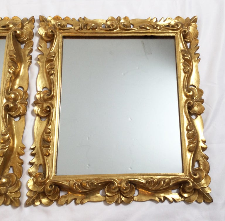Early 20th Century Pair of Italian Gold Gilt Carved Wood Mirrors In Good Condition For Sale In Lambertville, NJ