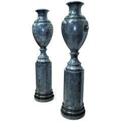 Frühes 20. Jahrhundert, Paar Scagliola Urnen auf Podesten