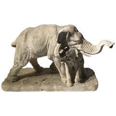 Anfang des 20. Jahrhunderts Gips Skulptur Darstellung eines Elefant mit seinem Nachkommen