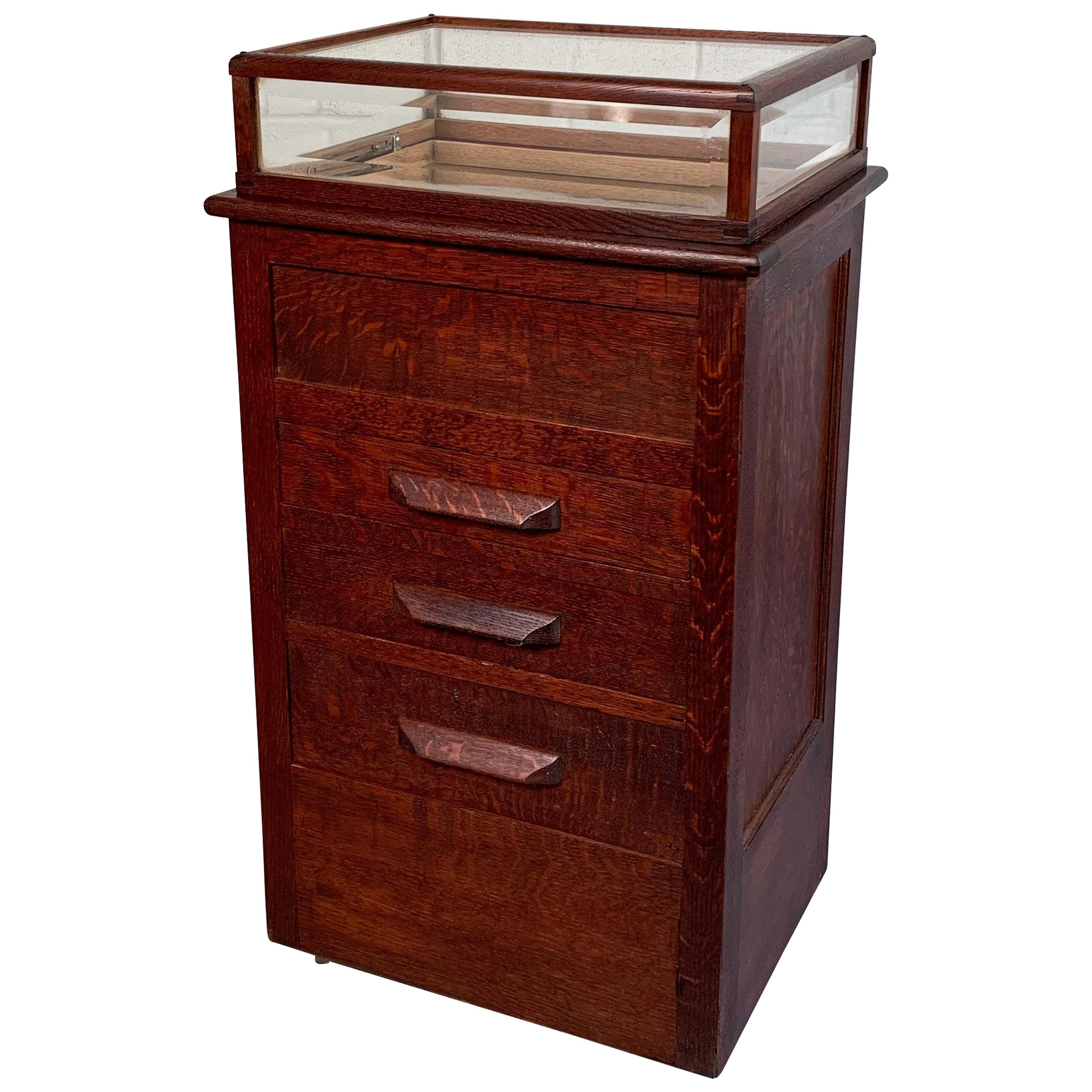 Early 20th Century Quarter Sawn Oak Display Case Cabinet