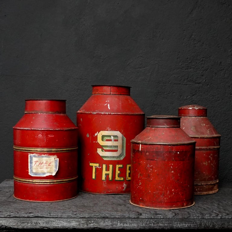 Early 20th Century Set of Eight Dutch Tea Tins In Good Condition For Sale In Haarlem, NL