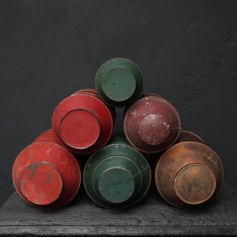 Early 20th Century Set of Eight Dutch Tea Tins For Sale 1