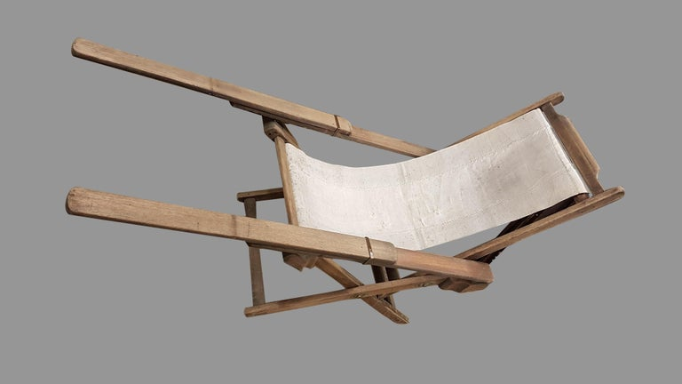 Early 20th Century Weathered Teak Colonial Plantation Lounger Chair In Fair Condition For Sale In Bodicote, Oxfordshire
