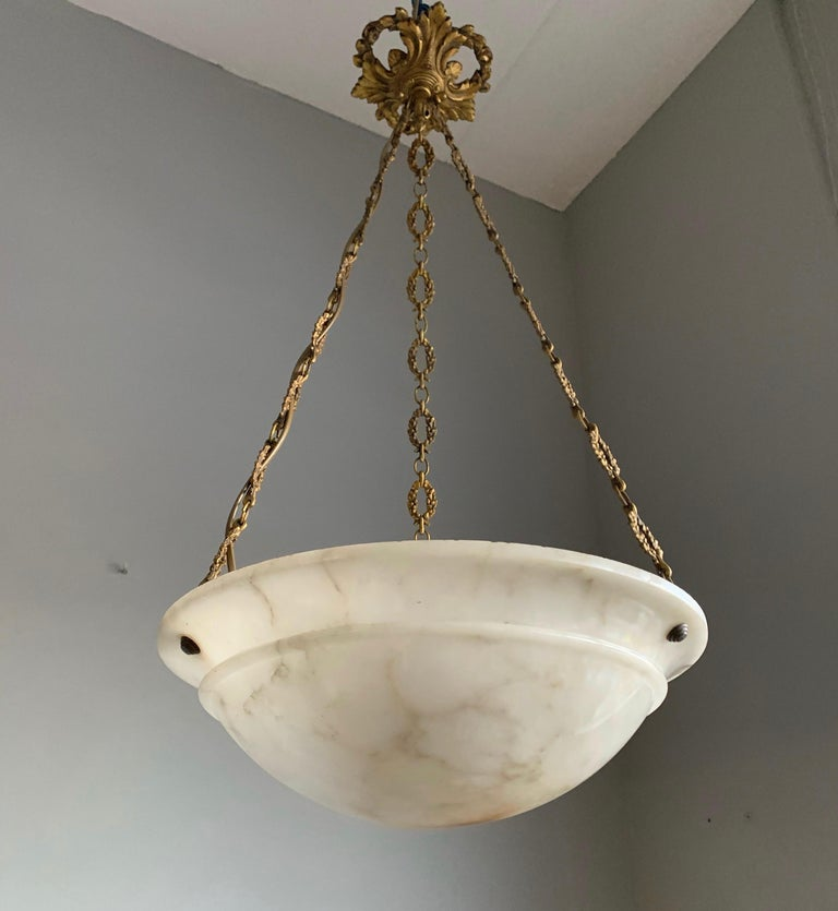 Nice Early 1900 White Alabaster Art Deco Pendant & Stunning Gilt Bronze Chain For Sale 11