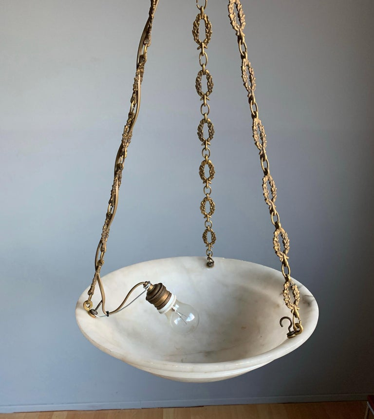 Nice Early 1900 White Alabaster Art Deco Pendant & Stunning Gilt Bronze Chain For Sale 13