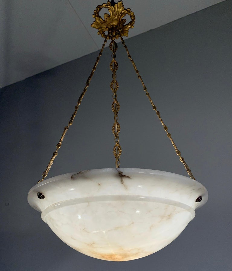 Nice Early 1900 White Alabaster Art Deco Pendant & Stunning Gilt Bronze Chain In Good Condition For Sale In Lisse, NL