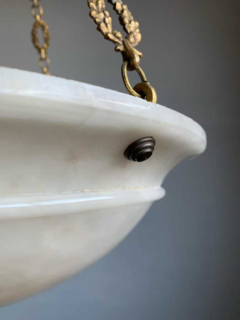 Nice Early 1900 White Alabaster Art Deco Pendant & Stunning Gilt Bronze Chain For Sale 2