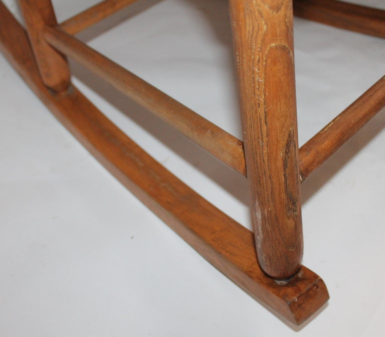 Early 20th Century South West Rocking Chair in Cowhide Seat For Sale 1