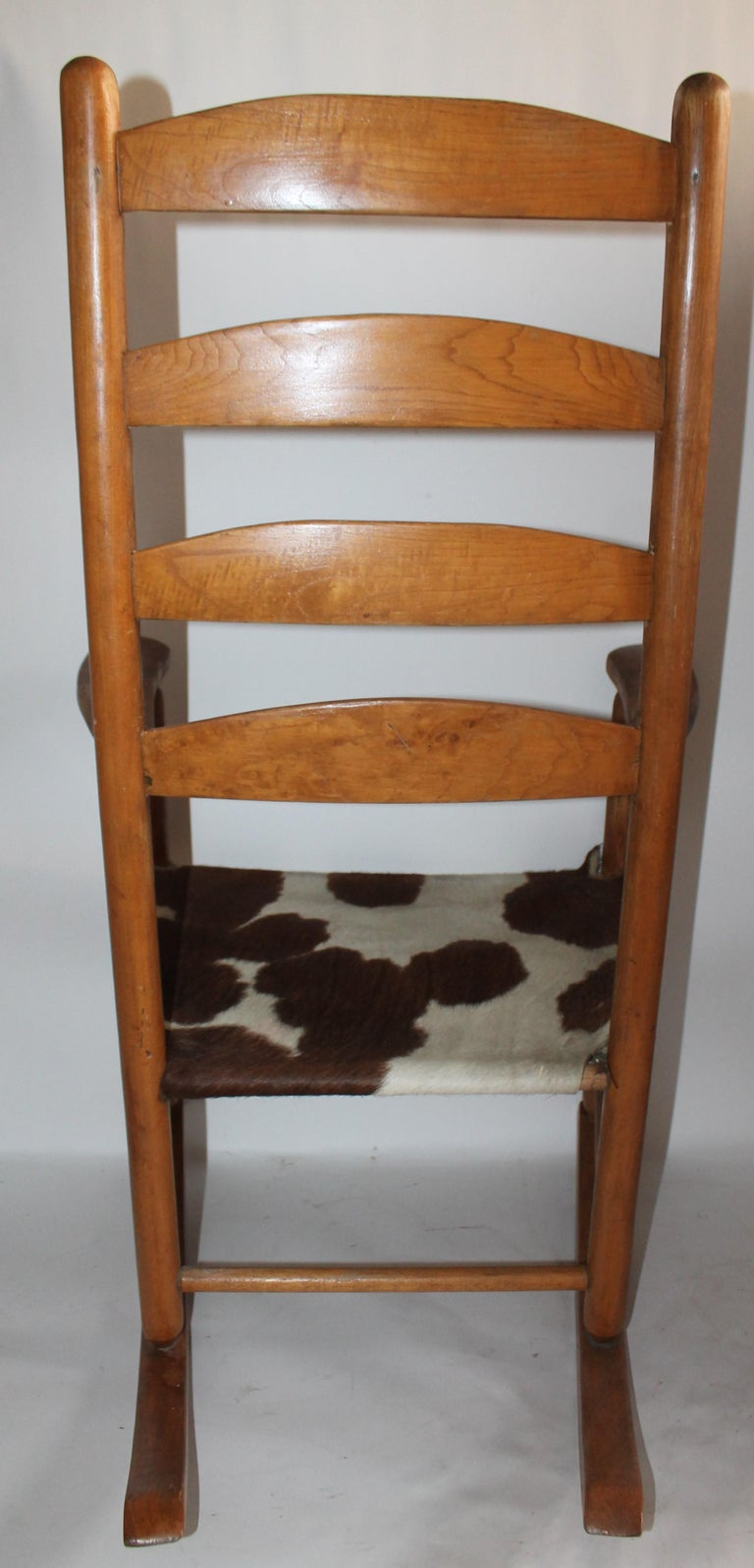 Early 20th Century South West Rocking Chair in Cowhide Seat For Sale 2