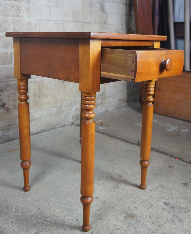 Early American 19th Century Primitive Antique Cherry Side Accent End Table In Good Condition For Sale In Dayton, OH