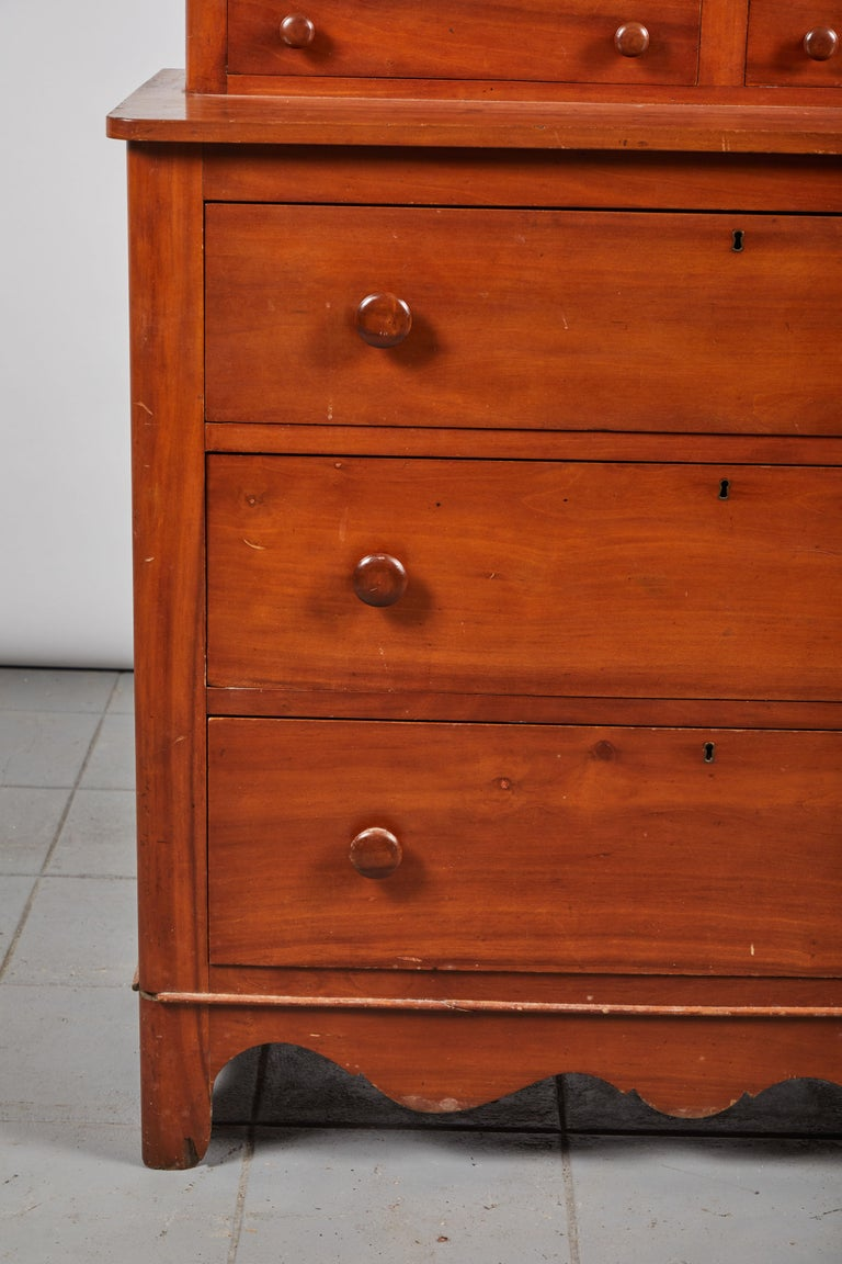 20th Century Early American Five-Drawer Dresser For Sale