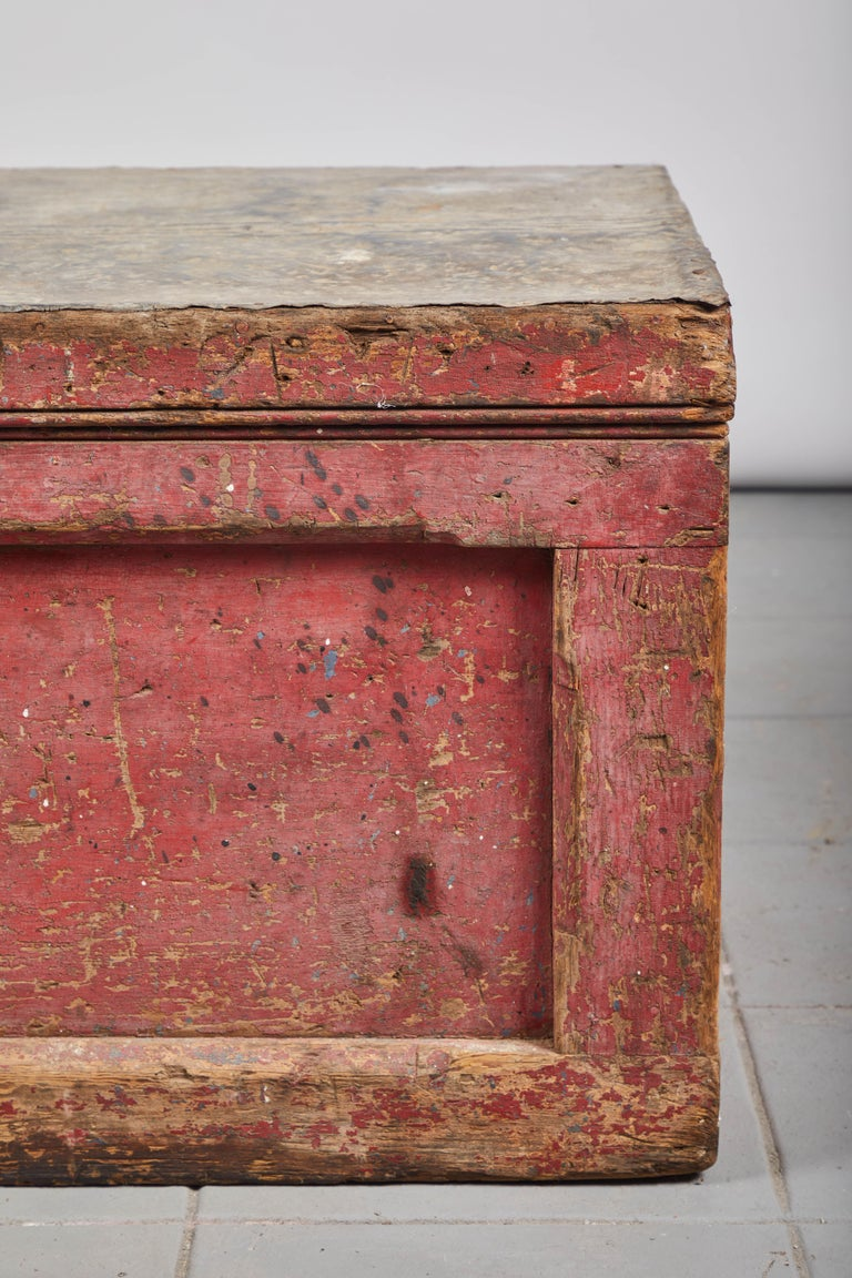 Early American Rustic Trunk with Zinc Top For Sale 1