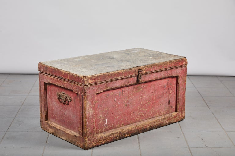 Early American Rustic Trunk with Zinc Top For Sale 2