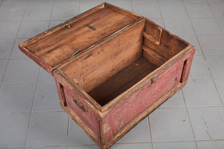 Early American Rustic Trunk with Zinc Top For Sale 4