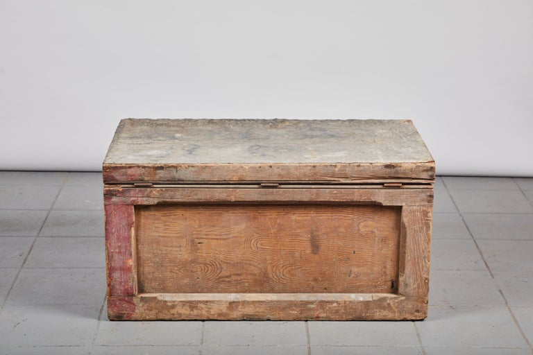 Early American Rustic Trunk with Zinc Top For Sale 5