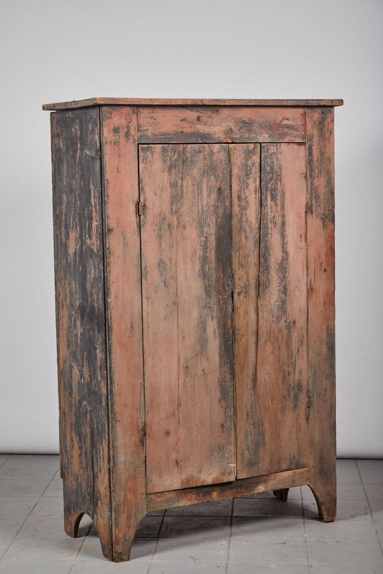 Early American Rustic Two-Door Cabinet For Sale 2