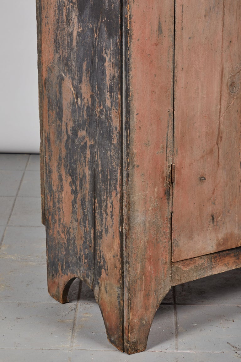 Early American Rustic Two-Door Cabinet For Sale 4