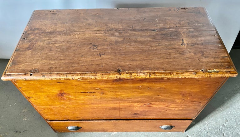 Early American Tall Blanket Chest with One Drawer In Good Condition For Sale In Great Barrington, MA