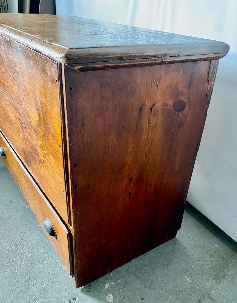 Early American Tall Blanket Chest with One Drawer For Sale 2