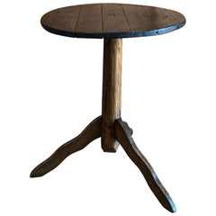 Early American Wood Side Table in Dark Brown Finish
