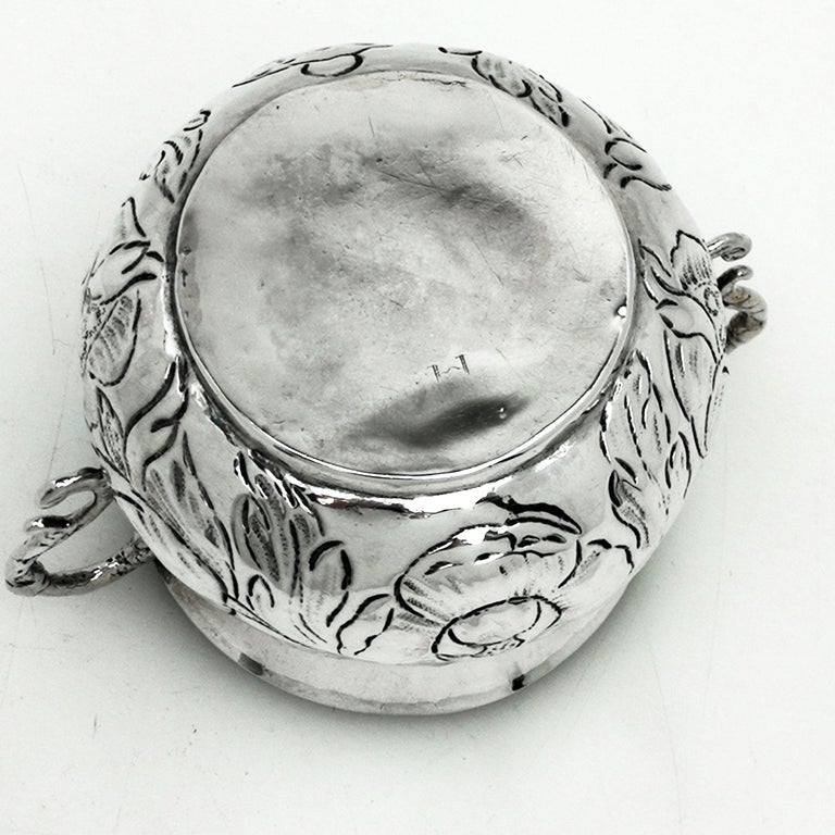 Early Antique Charles II Sterling Silver Porringer / Two Handled Cup 1675 In Good Condition For Sale In London, GB