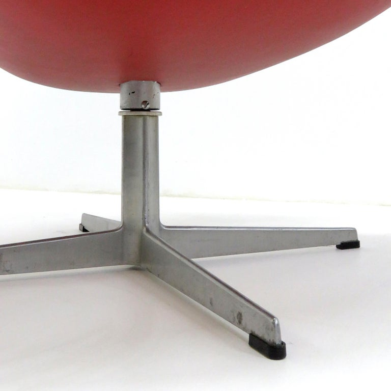 Early Arne Jacobsen 'Swan Chair' by Fritz Hansen For Sale 3