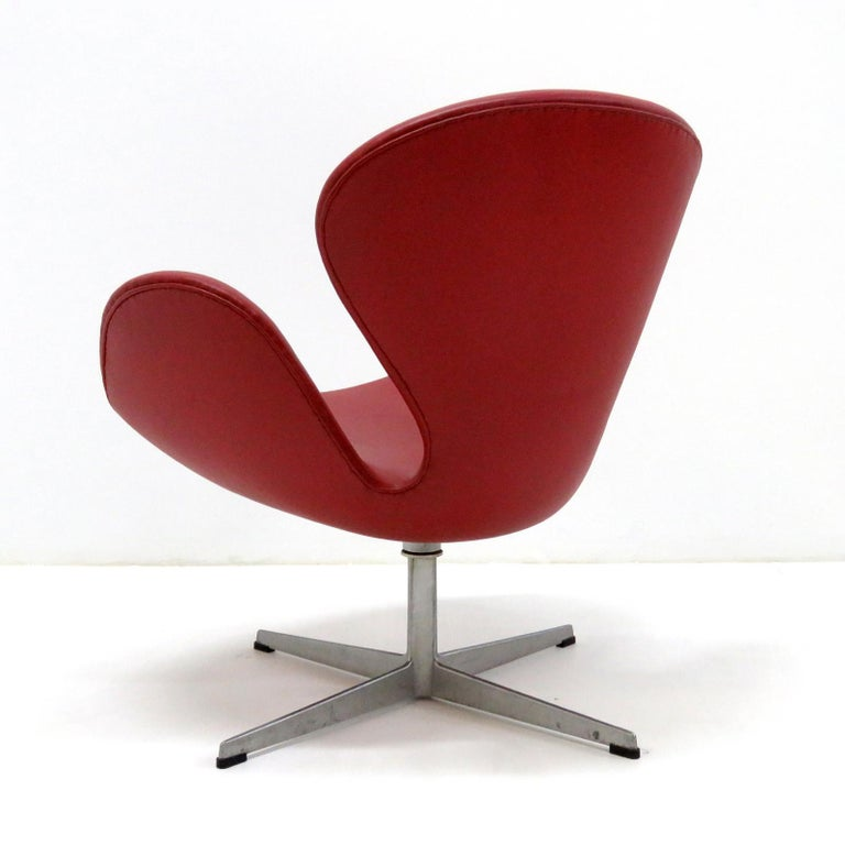 Danish Early Arne Jacobsen 'Swan Chair' by Fritz Hansen For Sale