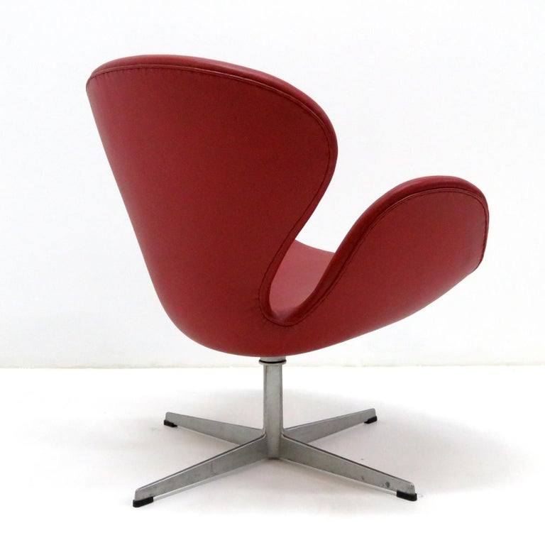 Mid-20th Century Early Arne Jacobsen 'Swan Chair' by Fritz Hansen For Sale