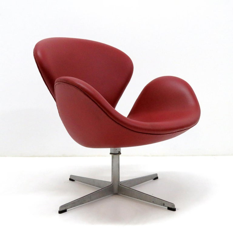 Aluminum Early Arne Jacobsen 'Swan Chair' by Fritz Hansen For Sale