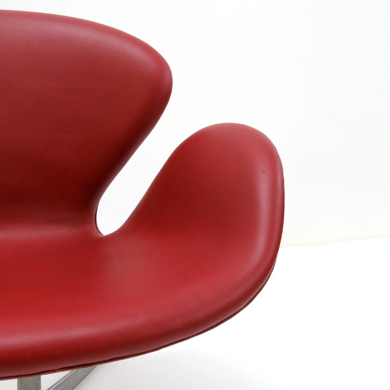 Early Arne Jacobsen 'Swan Chair' by Fritz Hansen For Sale 1