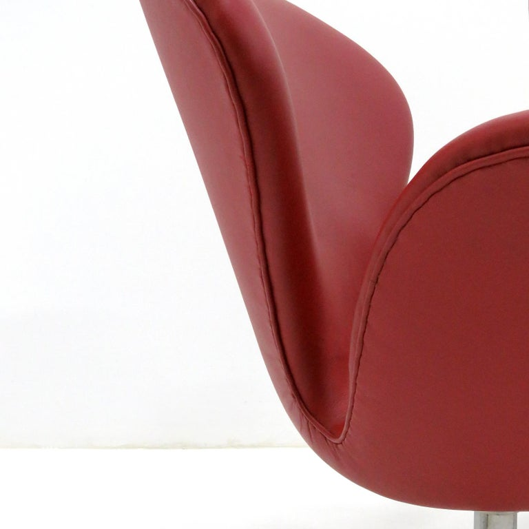 Early Arne Jacobsen 'Swan Chair' by Fritz Hansen For Sale 2