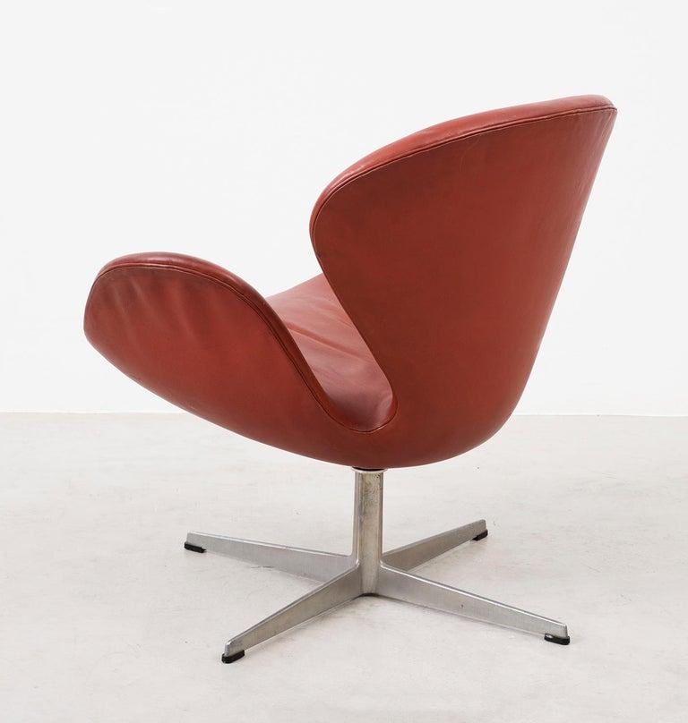 Danish Early Arne Jacobsen Swan Chair in Original Leather