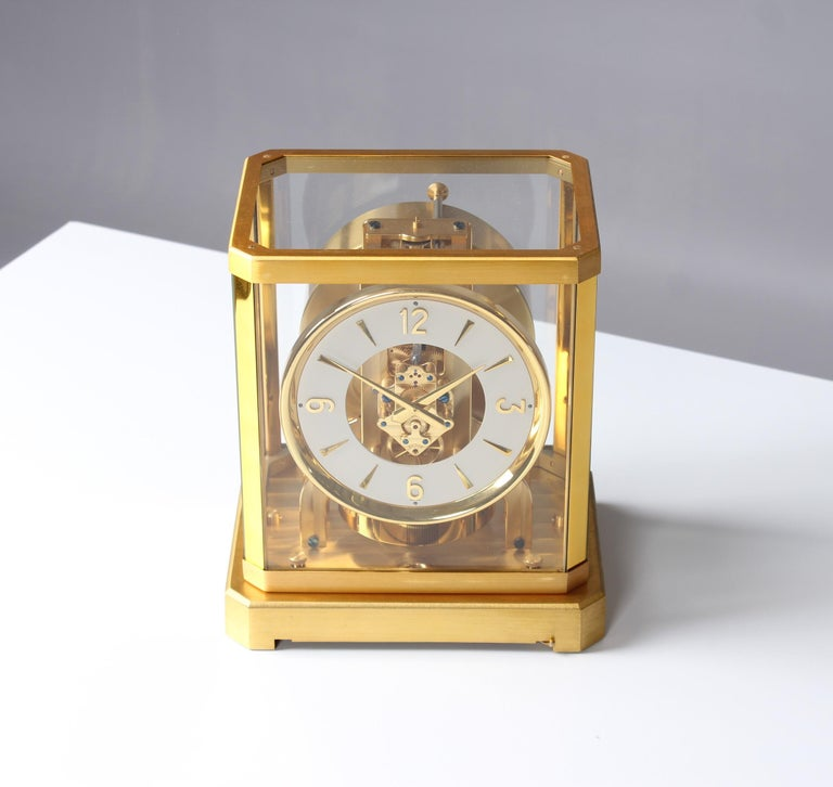 Early and classic ATMOS II  Switzerland Brass gold plated Year of manufacture 1949  Dimensions: H x W x D: 23.5 x 21 x 16.5 cm  Description: Atmos II in matte brushed gold plated case with polished stands. Blued screws, regulation screw on