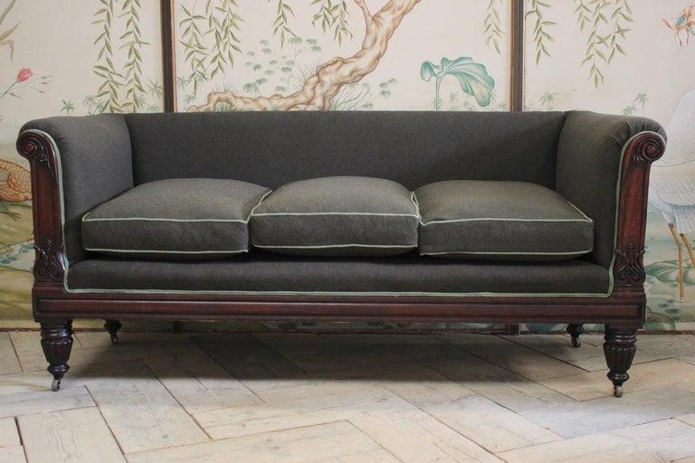 Early 19th Century English Mahogany Sofa For Sale 6