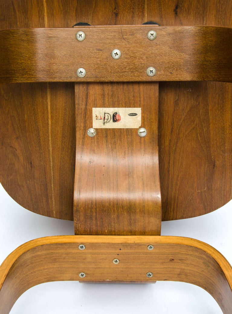Early DCW Bent Plywood Chair by Charles Eames for Evans, 1940s For Sale 4
