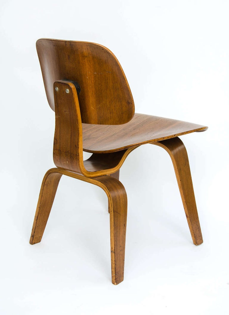 Early DCW Bent Plywood Chair by Charles Eames for Evans, 1940s In Fair Condition For Sale In London, GB