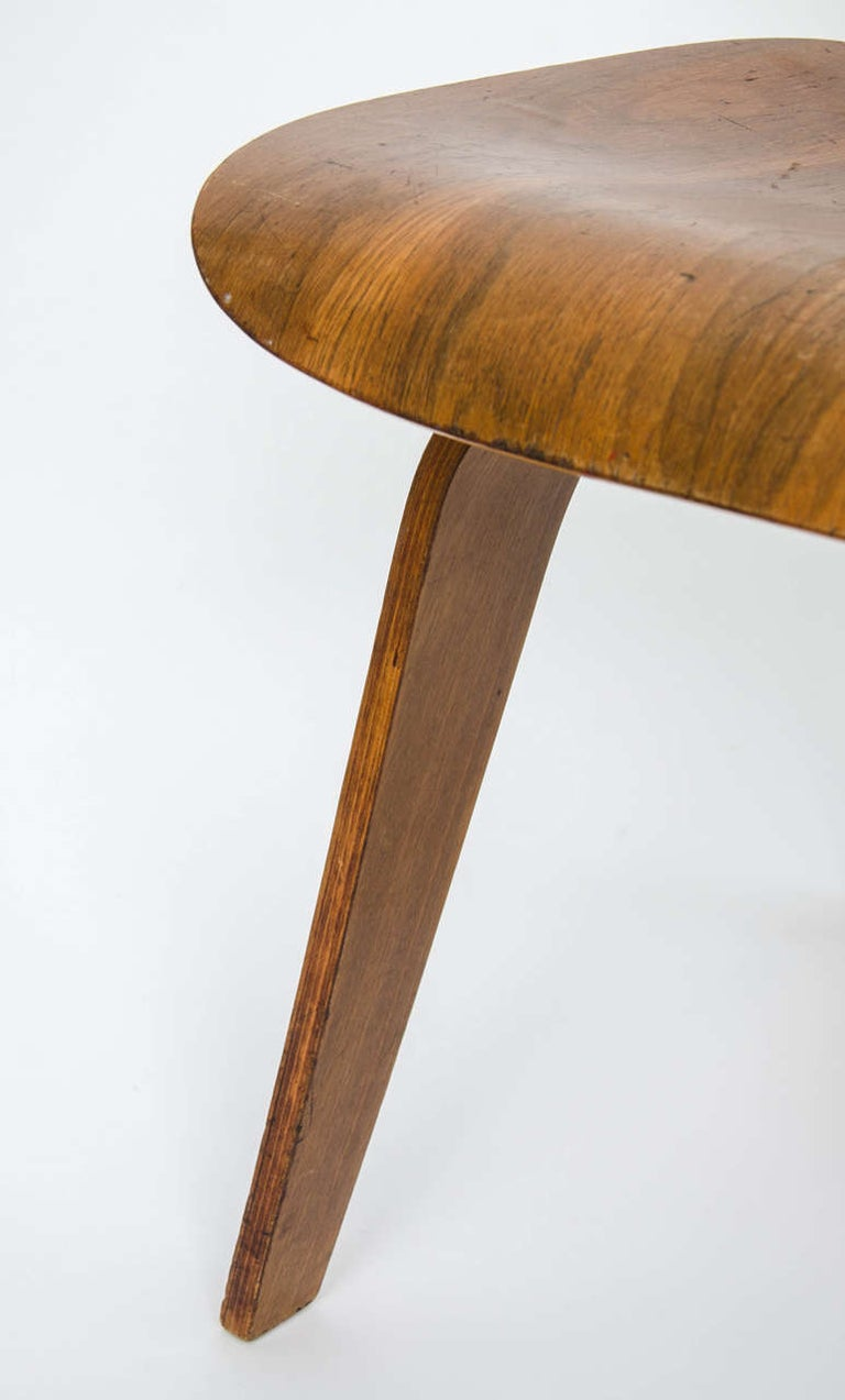 20th Century Early DCW Bent Plywood Chair by Charles Eames for Evans, 1940s For Sale