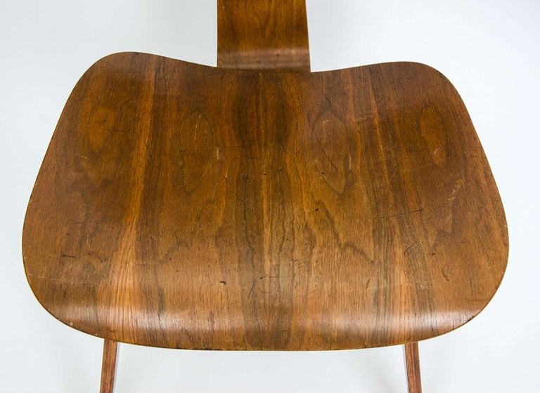 Early DCW Bent Plywood Chair by Charles Eames for Evans, 1940s For Sale 1
