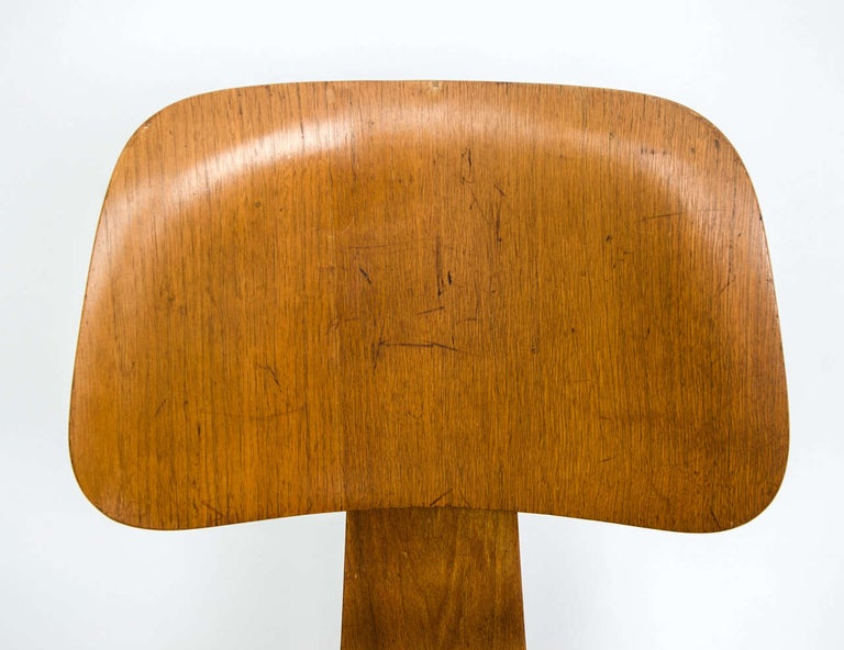 Early DCW Bent Plywood Chair by Charles Eames for Evans, 1940s For Sale 2