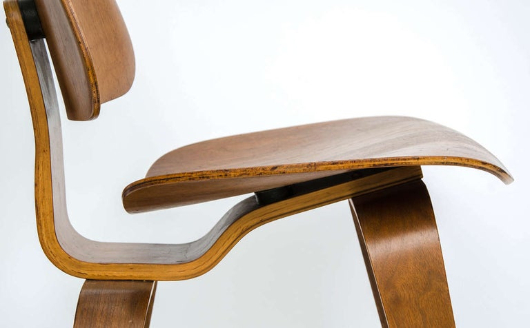 Early DCW Bent Plywood Chair by Charles Eames for Evans, 1940s For Sale 3