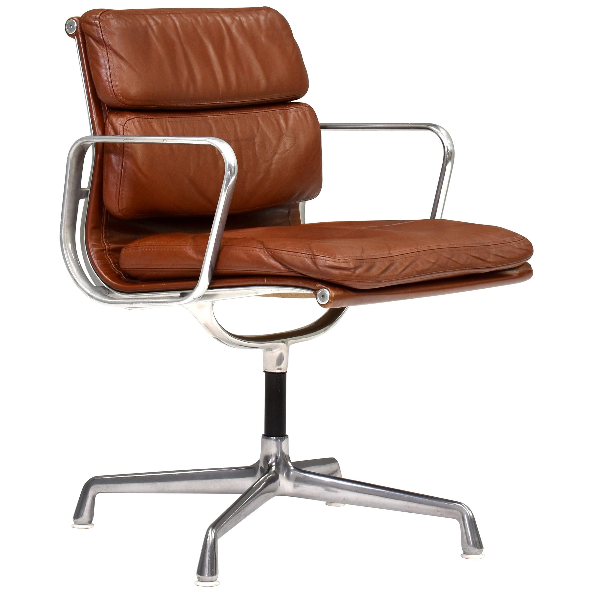 Early Eames EA208 Aluminum Softpad Chair in Tan Leather, circa 1970