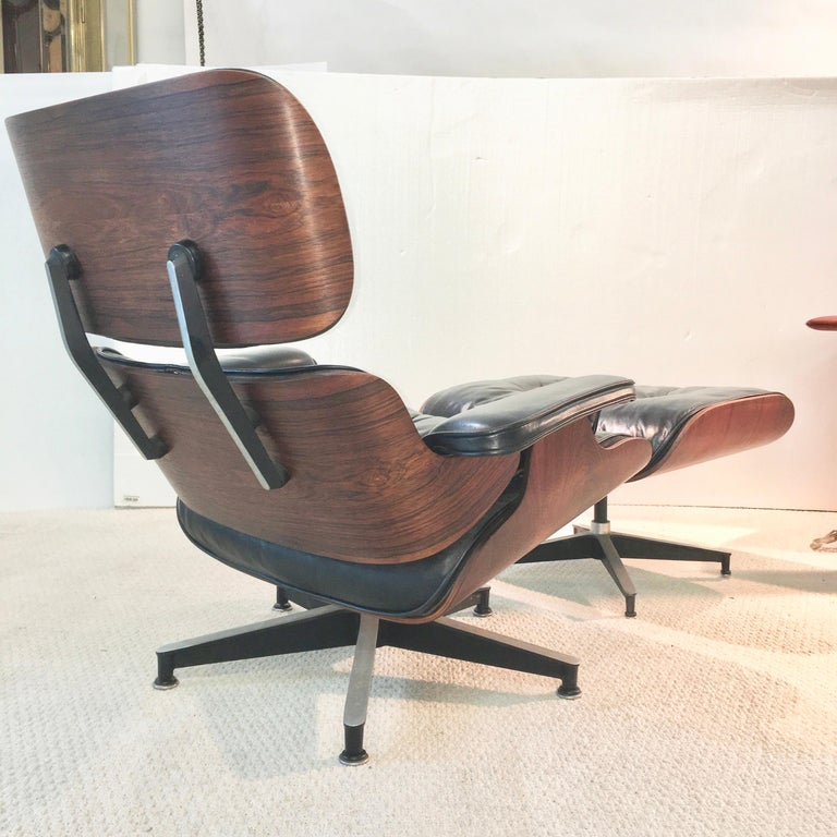 Very nice example of a 1960s Herman Miller 670/671 lounge chair and ottoman in hand rubbed oil finish rosewood veneer and original black leather cushions with original feather down wrapped foam cushion inserts. Round Herman Miller label present on