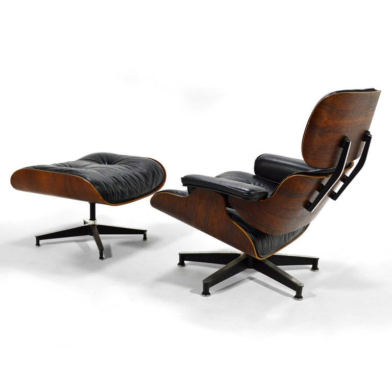 Mid-Century Modern Early Eames Rosewood Lounge and Ottoman For Sale