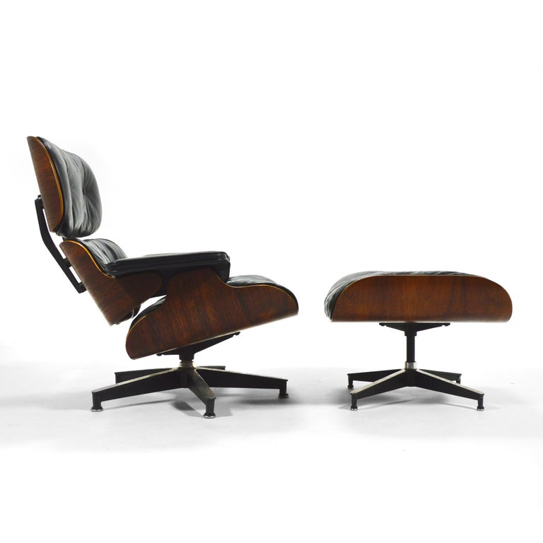 Early Eames Rosewood Lounge and Ottoman In Good Condition For Sale In Highland, IN