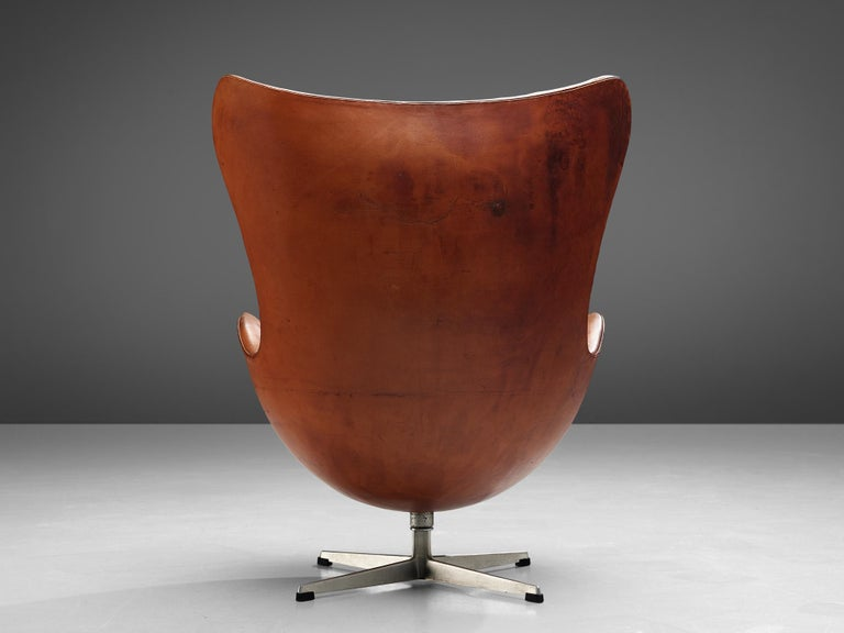 Mid-Century Modern Early Edition of the Egg Chair by Arne Jacobsen For Sale