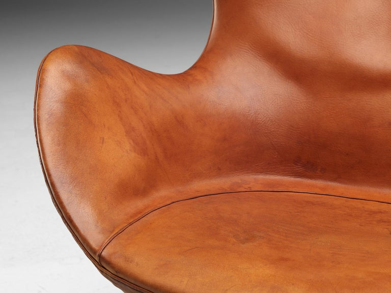 Steel Early Edition of the Egg Chair by Arne Jacobsen For Sale