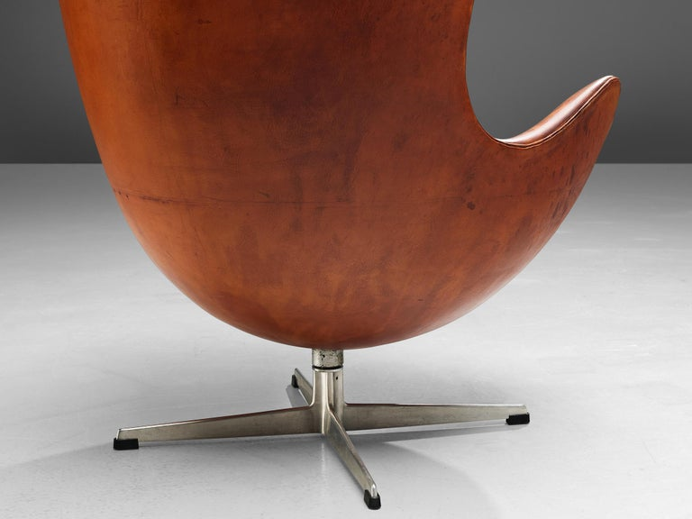 Early Edition of the Egg Chair by Arne Jacobsen For Sale 2
